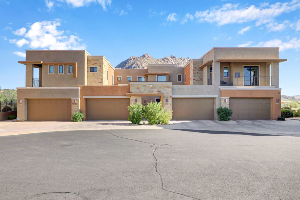 Featured Property: Upscale Townhouse in Pinnacle Pointe